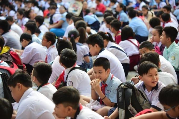 TPHCM: Trường học không được kêu gọi đóng góp, thay đổi đồng phục