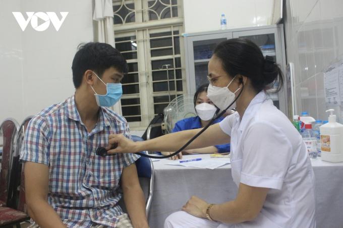 Các khâu đo huyết áp, khám sàng lọc trước tiêm được thực hiện nghiêm túc.