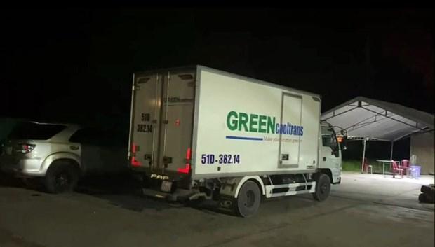 Xe đông lạnh chở 15 người trong thùng. (Nguồn: CSGT Bình Thuận)