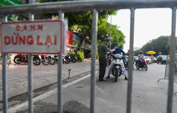 Hà Nội xem xét việc dừng kiểm tra giấy đi đường ở 19 quận, huyện