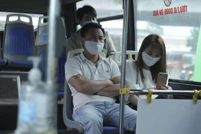 Hà Nội: Dự kiến chia 'thẻ xanh, thẻ vàng Covid' với hành khách xe buýt