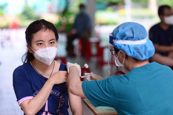 Nhiều quận huyện ở TPHCM đã cạn vắc xin và đang chờ được phân bổ