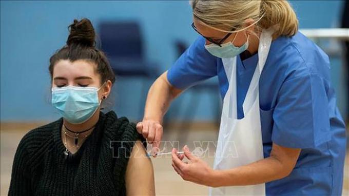 COVID-19 tới 6h sáng 24/9: Nhiều nước tiêm vaccine cho trẻ em; Ca mắc ở học sinh Anh cao kỷ lục