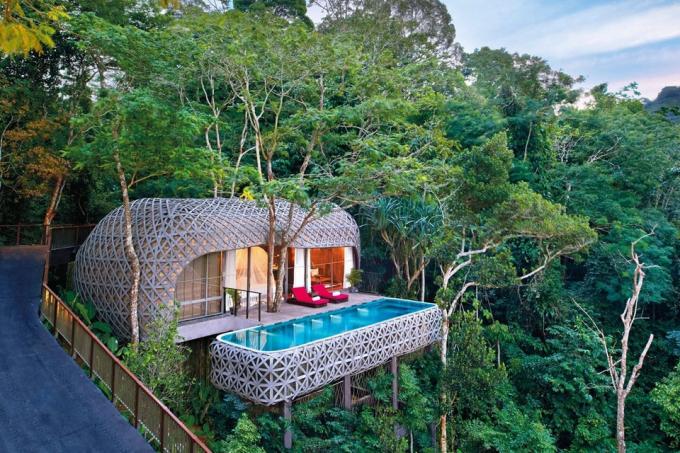 Keemala Phuket Resort & Spa (Phuket, Thái Lan):Đây là một trong những khu nghỉ dưỡng sang trọng ở Phuket đạt chứng nhận SHA+/ Kiến trúc khu nghỉ dưỡng tạo cảm giác như lạc giữa xứ thần tiên với khung cảnh thiên nhiên xanh mát.