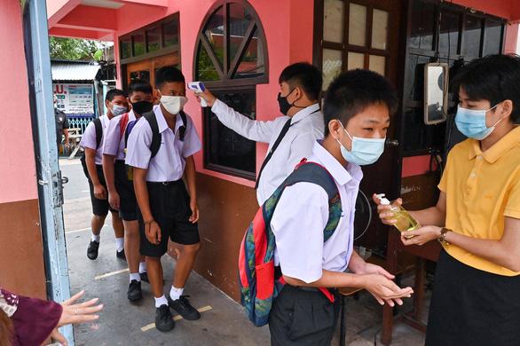 Thái Lan: Trẻ bị tác dụng phụ vắc xin COVID-19 sẽ được bồi thường