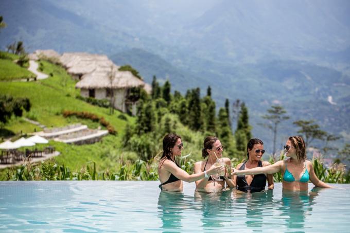 Topas Ecolodge (Sa Pa, Việt Nam):Theo Agoda, Topas Ecolodge là một trong những điểm đến để thư giãn và chăm sóc sức khỏe toàn diện. Khu resort cũng được đánh giá cao trong công tác hỗ trợ cộng đồng và phát triển du lịch bền vững.