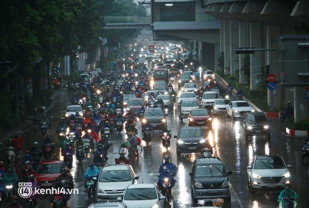 Mật độ giao thông tại khu vực đường Nguyễn Trãi khá đông đúc