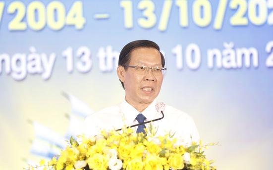 Chủ tịch UBND TP.HCM Phan Văn Mãi gửi những lời cảm ơn đến cộng đồng doanh nhân TP đã đồng hành, cùng TP chống dịch, duy trì sản xuất - Ảnh: NGỌC HIỂN