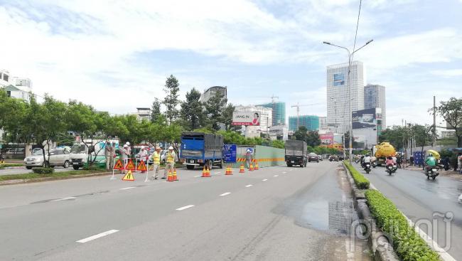 Chính thức đặt lô cốt sửa chữa đường Nguyễn Hữu Cảnh