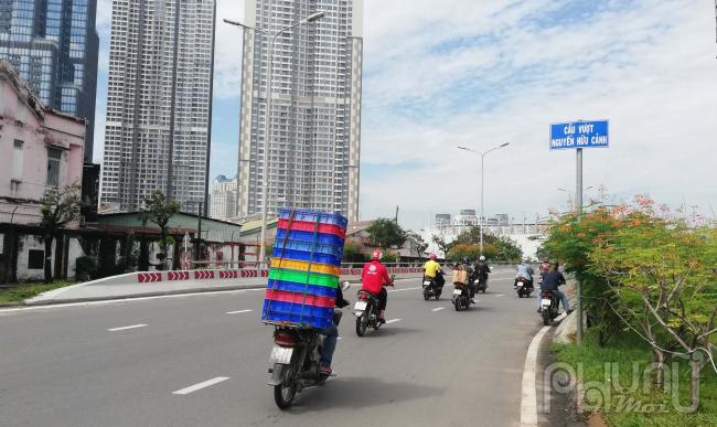Đoạn đường dẫn vào cầu vượt Nguyễn Hữu Cảnh sẽ có phương án xử lý, gia cố nền đất phù hợp nhằm giảm lún, đảm bảo cao độ công trình.