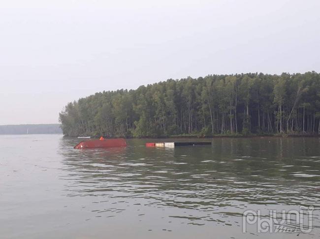 Chìm tàu ở Cần Giờ, nhiều người và container rơi xuống sông