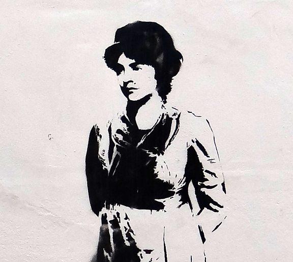 Bức graffiti chân dung Mary Wollstonecraftvẽ trên tường của nhà thờ Newitar Green Unitarian ở Bắc London bởi Stewy.