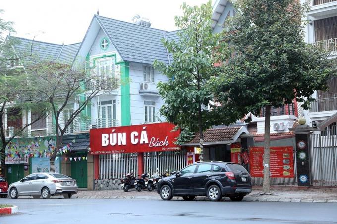Vẫn còn quán ăn sáng chưa thực hiện đóng cửa (Ảnh chụp lúc 8 giờ 30 phút). Ảnh: Phan Tuấn Anh/TTXVN