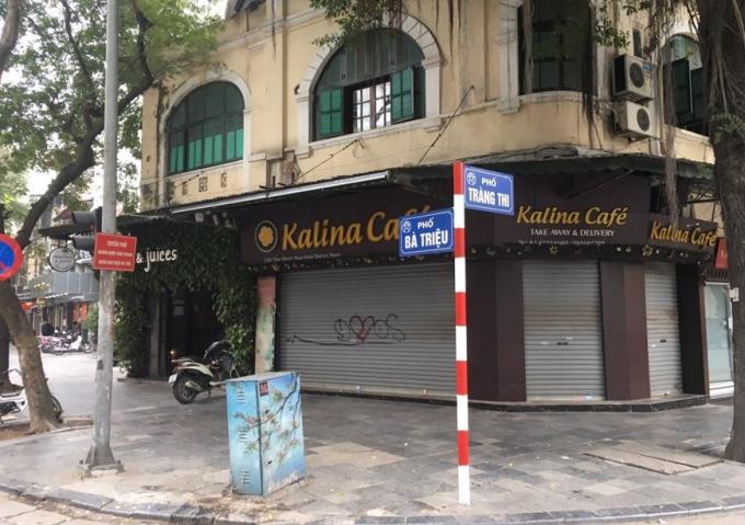 Quán cà phê trên phố Bà Triệu đóng cửa. Ảnh: Doãn Tuấn/TTXVN