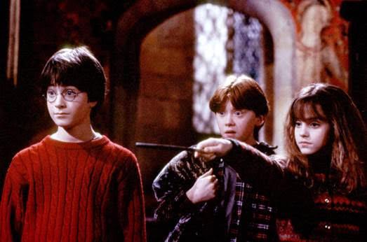 Daniel Radcliffe, Rupert Grint và Emma Watson đã trở thành thần tượng và những người bạn thân thiết cùng chia sẻ tuổi thơ trong lòng hàng triệu bạn nhỏ trên toàn thế giới