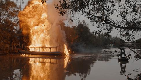 Lật Mặt: 48H của Lý Hải gây choáng với những cảnh hành động và cháy nổ trên sông nước