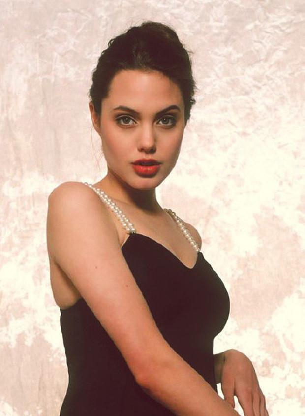 Nhan sắc xinh đẹp của Angelina Jolie thuở mới vào nghề