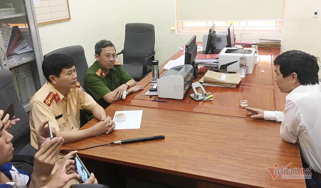 Ông Nguyễn Bắc V. đến làm việc tại Phòng CSGT, Công an tỉnh Nghệ An sáng nay. Ảnh: Quốc Huy (vietnamnet)