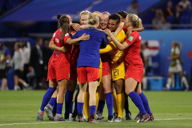 FIFA đầu tư 1 tỷ USD cho bóng đá nữ
