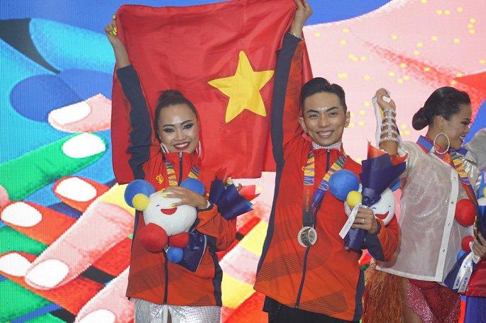 Phan Hiển - Nhã Uyên giành huy chương vàng SEA Games bộ môn dance sport