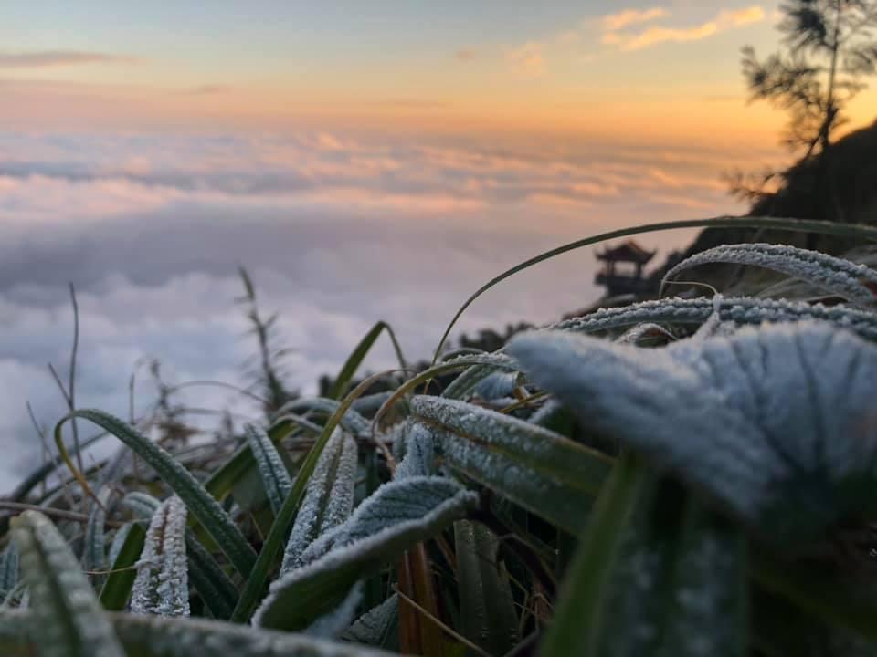 Âm 1 độ, tuyết đầu mùa phủ trắng Fansipan
