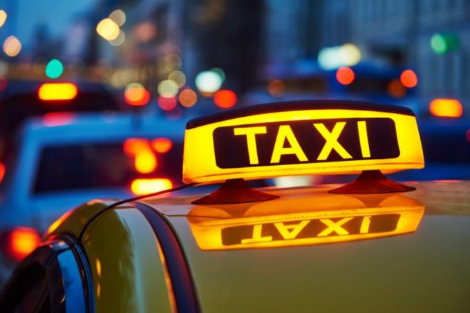 TPHCM: 200 taxi hỗ trợ người dân đi bệnh viện