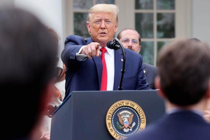 Ông Donald Trump vẫn khẳng định corona liên quan phòng thí nghiệm Vũ Hán