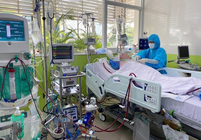 Nam phi công mắc Covid-19 đã tỉnh, thông khí phổi đã tăng lên 40%
