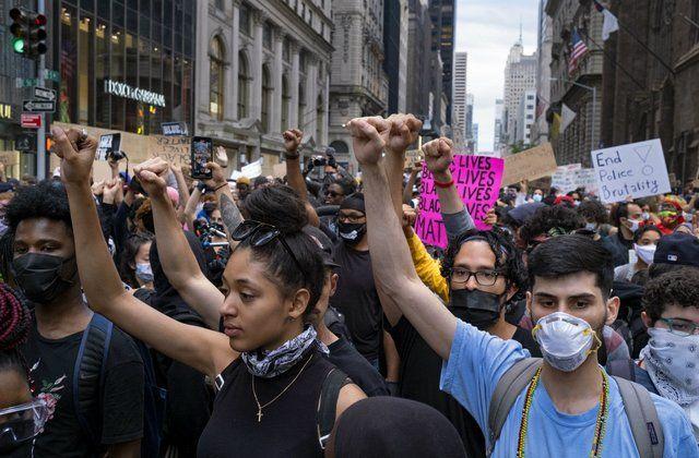 New York kêu gọi người biểu tình xét nghiệm COVID-19