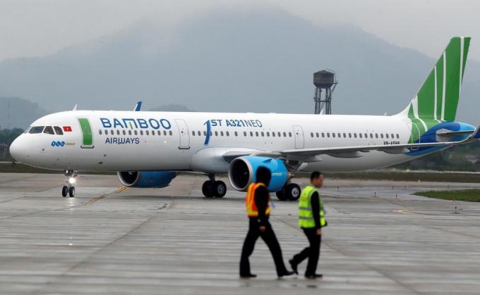 Hành khách Bamboo Airways kéo cửa thoát hiểm khiến máy bay bung phao