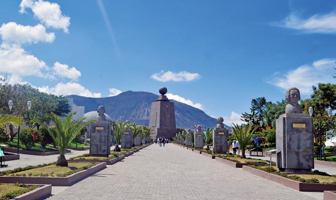 Công viên Trung tâm thế giới với điểm mốc 0.0.0 tại Quito, Ecuador