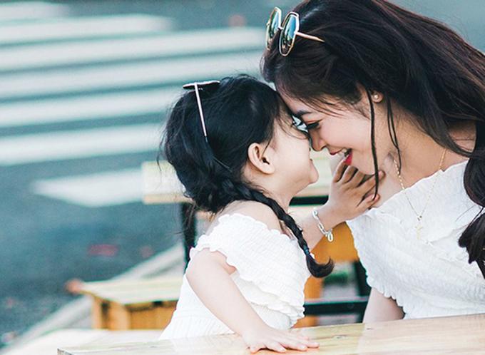 Con bé giúp tôi nhận ra chính bản thân đang gieo tiêu cực lên chính cuộc sống của hai mẹ con (Ảnh minh họa)