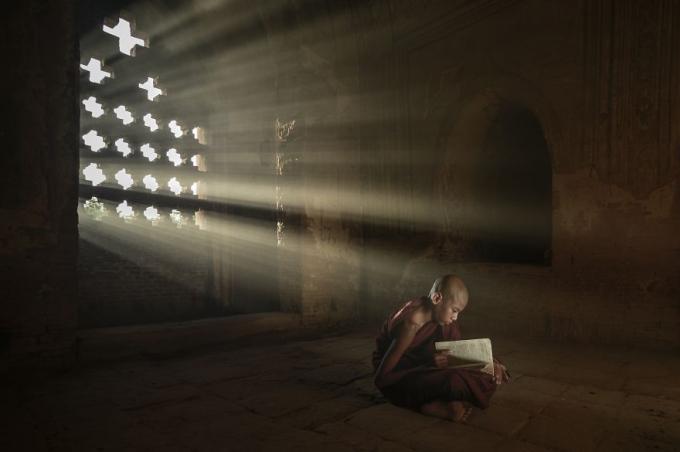 Học tập để trở thành người thông thái. Ảnh: Kyaw Khaing (Myanmar).