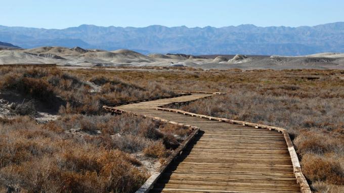 Một chuyến đi dạotrong công viên quốc gia tại California này sẽ mang cảm xúc đặc biệt khi nơi đây được ghi nhận là địa điểm nóng nhất trên trái đất với mức nhiệt khoảng 56,7°C.