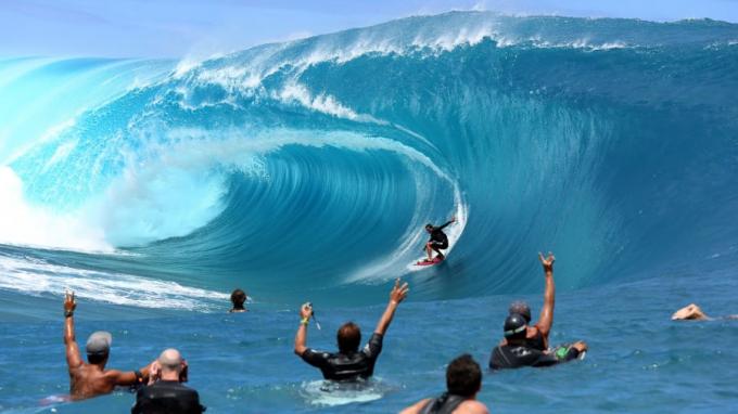 Đây được xem là nơi có những con sóng lớn và nguy hiểm nhất thế giới, lướt sóng nơi đây có thể trở thành lần cưỡi sóng đáng nhớ nhất đời bạn hoặc thảm họa kinh hoàng nhất của cuộc đời.
