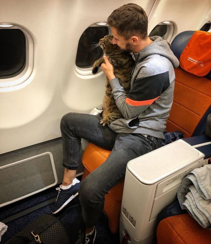 Mikhail Galin và chú mèo Viktor đã có một chuyến bay nhớ đời.