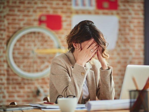 Đường gây ảnh hưởng lên các hoocmon phụ trách chức năng của não (Ảnh: Milan Ilic Photographer/Shutterstock).