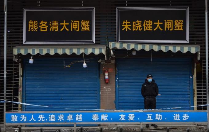 Chợ bán buôn hải sản Hồ Nam, nơi được cho là nguồn gốc dịch bệnh, hiện đã bị đóng cửa (Ảnh:Hector Retamal/AFP/Getty Images).