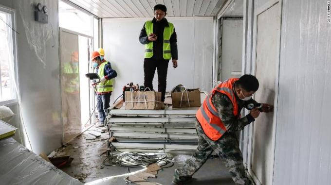 Bức ảnh được chụp trong giai đoạn cuối của chuỗi 10 ngày xây dựng Bệnh viện Hỏa Thần Sơn.