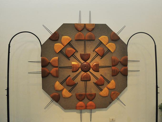 Một trong những tác phẩm trong triển lãm sắp đặt của họa sĩ.