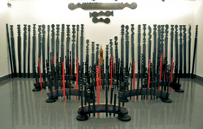Tác phẩm sắp đặt trong triển lãm Tây Nguyên năm 2014 của họa sĩ Đặng Thị Khuê.