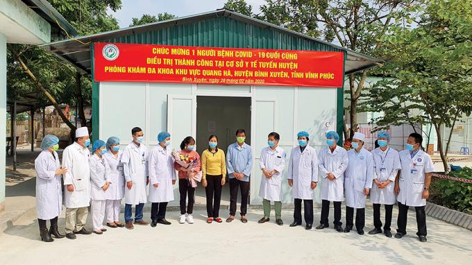 Bệnh nhân thứ 16 tại Việt Nam xuất viện sau khi được điều trị khỏi hoàn toàn bệnh viêm phổi do Covid-19.