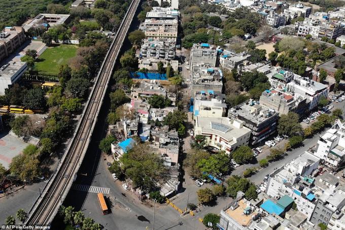 Những con phố tại New Delhi trở nên vắng lặng hôm thứ tư khi dân số tỉ người tại Ấn Độ bước vào giai đoạn phong tỏa hôm 253