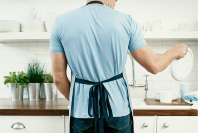 Ngày nay, xu hướng đàn ông quán xuyến việc nhà đang trỗi dần lên (Ảnh minh họa).