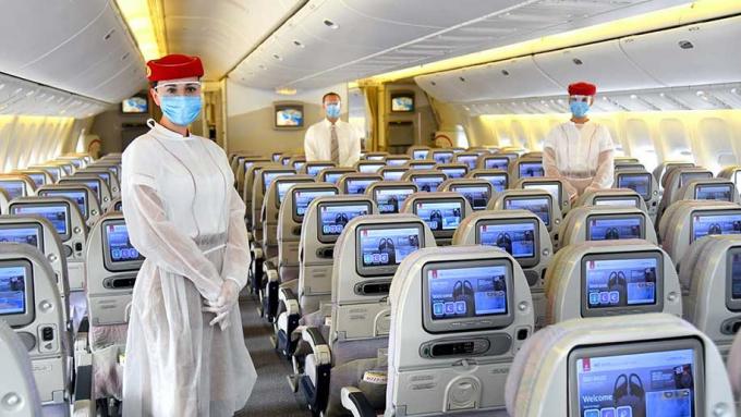 Một số hãng bay cung cấp cho tổ bay trang phục bảo hộ nhằm hạn chế lây nhiễm dịch bệnh