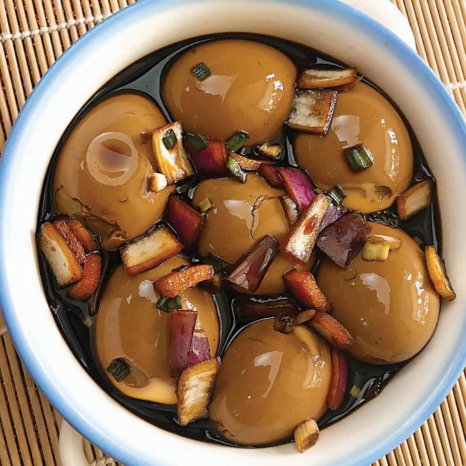 Món trứng gà ngâm xì dầu (Ảnh minh họa).