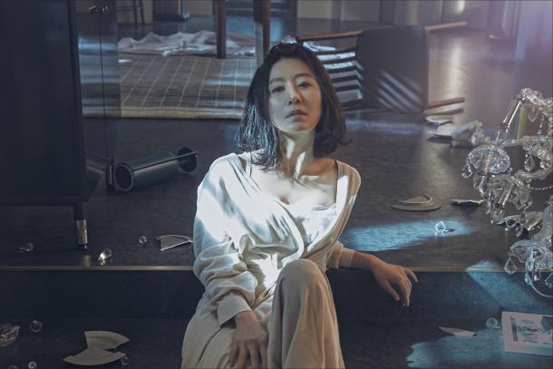 Nhân vật nữ chính Sun Woo là một bác sĩ danh tiếng và được tôn trọng trong giới thượng lưu (Ảnh: JTBC).
