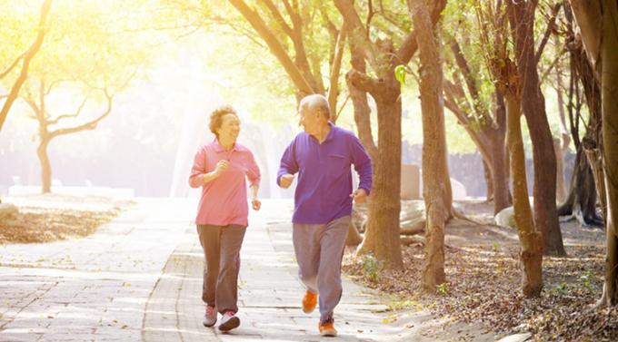 Đối với người già, duy trì một phong cách sống năng động giúp cải thiện chức năng não bộ (Ảnh: Thinkstock Images).