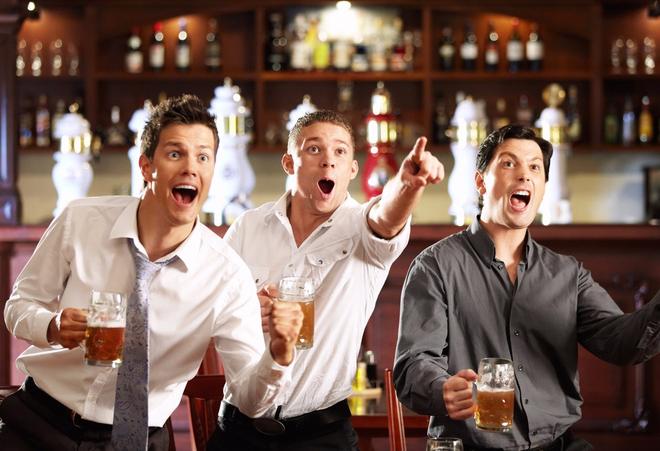 Đàn ông thường tụ tập theo nhóm có cùng sở thích (Ảnh minh họa).