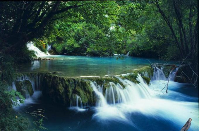 Ngũ Hồ tại vườn quốc gia Bạch Mã (Ảnh:hiddenlandtravel).